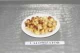 Шаг 1. Фундук прогреть или на сковороде, или в духовке.