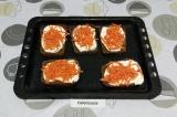 Шаг 4. Выложить корейскую морковку.