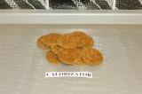 Шаг 7. Вырезать печенье с помощью форм.