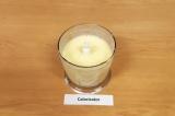Шаг 4. Добавить молоко и перемешать короткими нажатиями на кнопку запуска.
