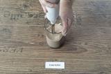 Шаг 4. Добавить хурму в емкость блендера и взбить еще раз до увеличения напитка