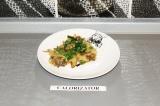 Готовое блюдо: капуста с грибами в духовке
