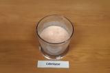 Шаг 6. Добавить молоко и натертый на крупной терке сыр.