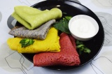 Готовое блюдо: цветные блины на масленицу