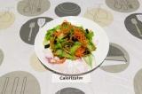 Готовое блюдо: пикантный салат с рукколой