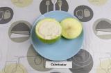 Шаг 3. Начинить яблоки творожной смесью.