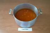 Шаг 7. Переложить тушеные овощи в глубокую кастрюлю, добавить чечевицу и воду
