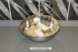 Шаг 7. Добавить смесь псиллиума и семян льна и тростниковый сахар.