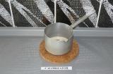Шаг 1. Сварить в течение пары минут кокосовую карамель, смешав сахар и молоко.