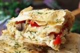 Готовое блюдо: пирог из лаваша с творогом и овощами