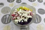 Шаг 6. Смешать в салатнике все ингредиенты.