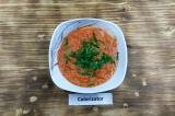 Шаг 8. Перед подачей суп охладить и украсить петрушкой.