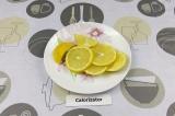 Шаг 2. Нарезать лимон.