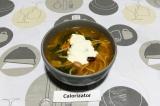 Готовое блюдо: суп-лапша со шпинатом