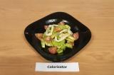 Готовое блюдо: салат с кальмаром и овощами