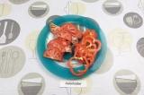 Шаг 5. Перец и помидор нарезать.
