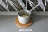 Шаг 4. Добавить какао масло и инулин. Поставить на огонь и варить пару минут