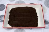Шаг 4. Выложить тесто в форму. Запечь в духовке при 180 градусах 15 минут.