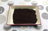 Шаг 7. Достать готовый брауни из духовки и разрезать на 8 ломтиков.