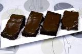 Шаг 8. Смазать каждый ломтик растопленным шоколадом, остудить.