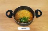 Шаг 10. Добавить зеленый лук в суп, довести до кипения, варить 5-7 минут.