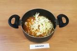 Шаг 8. Добавить капусту в суп, варить на среднем огне 7-10 минут.
