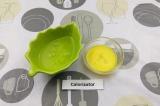 Шаг 1. Отделить желтки от белков.