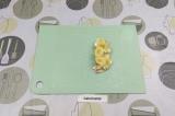 Шаг 4. Выложить нектарин, творожный сыр и банан.