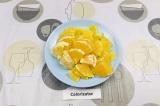 Шаг 2. Нарезать апельсин.