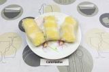 Готовое блюдо: спринг-роллы с грушей и ананасом