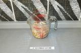 Шаг 3. Кешью залить горячей водой на 10-15 минут.