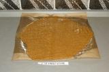 Шаг 7. Раскатать тесто на пекарской бумаге, смазанной небольшим количеством масл