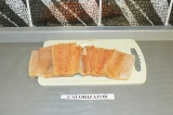 Шаг 2. Освободить рыбу от кости.