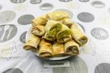 Готовое блюдо: ленивые пирожки из лаваша с капустой и яйцом