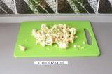 Шаг 6. Цветную капусту разобрать на соцветия.
