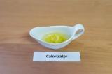 Шаг 5. Хрен смешать с оливковым маслом, добавить соль.