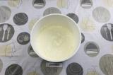 Шаг 8. Сметанный крем достать из морозилки и ещё раз взбить блендером.