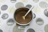 Шаг 3. Растопить шоколад в молоке на очень медленном огне либо на водяной бане