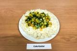 Готовое блюдо: макароны с сыром и овощами