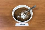 Шаг 3. Смешать ряженку, сахарозаменитель и какао, хорошо перемешать.