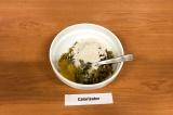 Шаг 6. Смешать баклажан, 1 яйцо, ⅓ часть лука, 1 ст. л. муки, посолить, хорошо