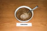 Шаг 5. В отдельной миске смешать йогурт с какао до однородной массы.