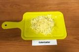 Шаг 6. Сыр натереть на крупной терке.