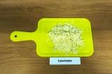 Шаг 3. 80 грамм сыра натереть на крупной терке.