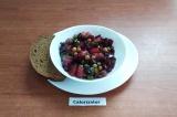 Готовое блюдо: салат из свеклы с солёными огурцами