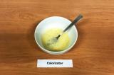 Шаг 1. Яйца взбить с солью и сахарозаменителем.