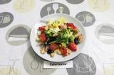 Готовое блюдо: салат из тунца и белой фасоли