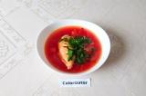 Готовое блюдо: борщ с куриной грудкой и помидорами