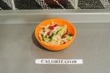 Готовое блюдо: овощной салат в азиатском стиле