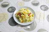 Готовое блюдо: простой гарнир из риса и овощей